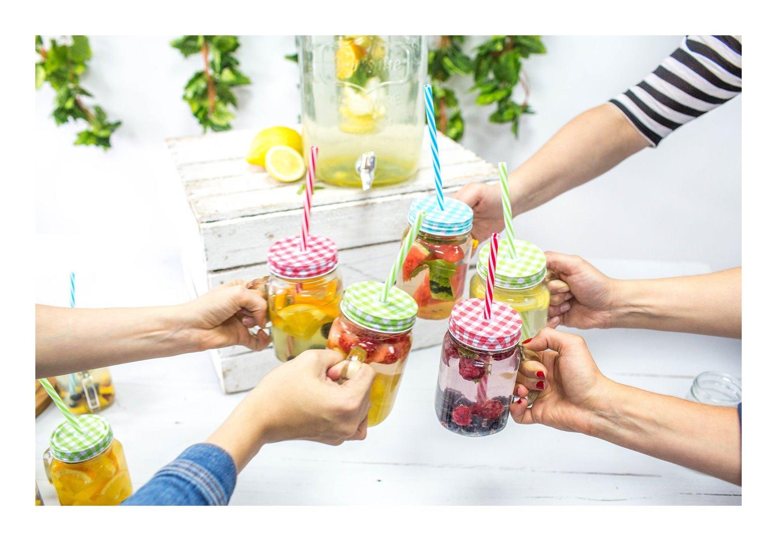 11 pomysły na urodziny na przyjęcie przyjeciele słoiki tumblr friends pinterest słoiki inspiracje lemoniada bez cytryny arbuz jak zrobić lemoniady napoje słodkie wakacje lato przepis kulinaria kuchnia łódź blog