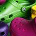 Berita Buruk Buat Penggemar Sandal Crocs