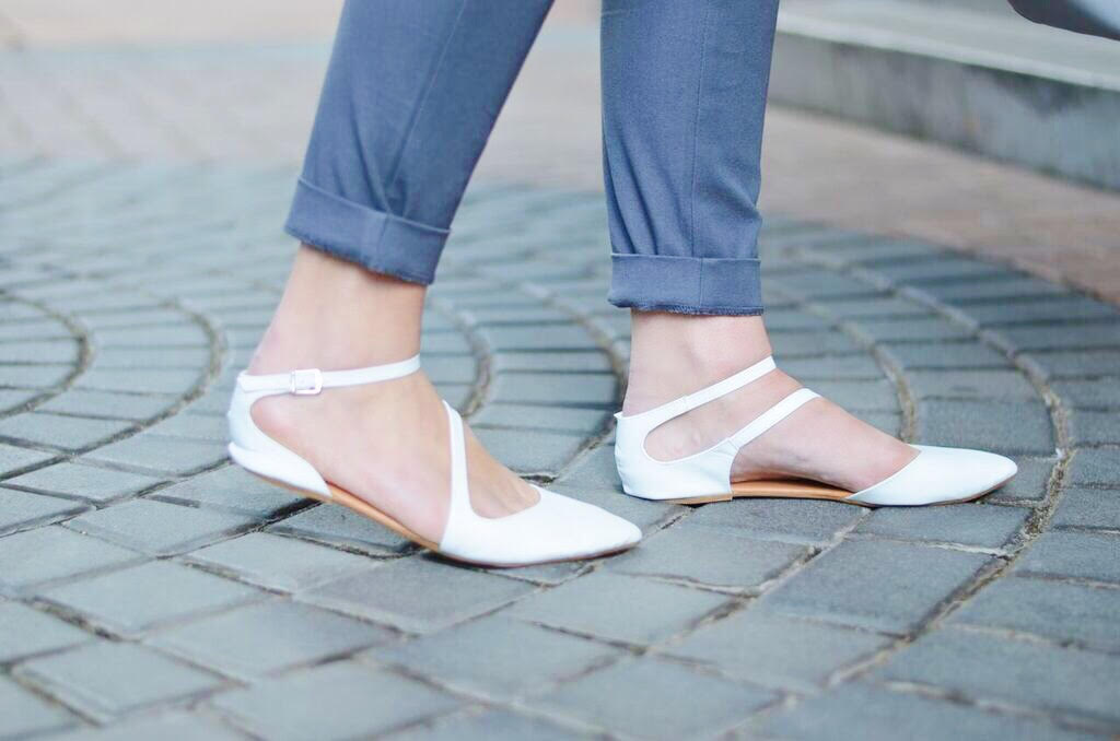 summer-flat-white-shoes