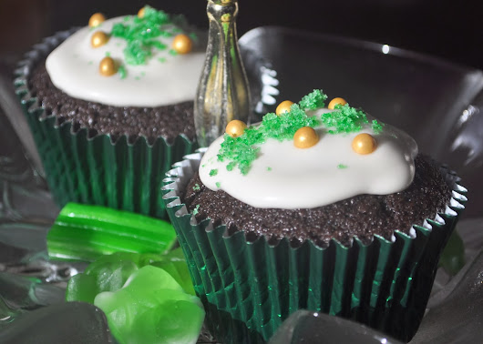 Baking & Cooking for the Desperate Kitchen Goddess: Chocolate Guinness Cupcakes with Baileys Cream
