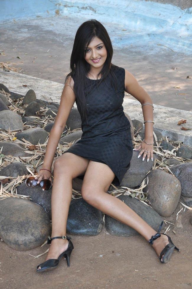 Kushi mukherji latest hot stills