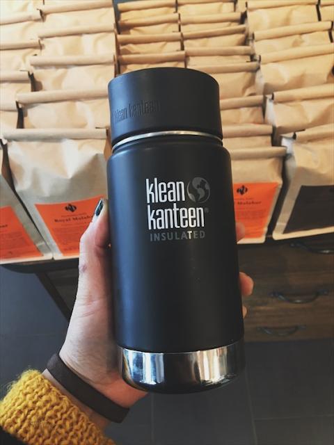 Ta med din egen kaffekopp når du kjøper ferdigkaffe ute.  Avbildet: Klean Kanteen Wide Insulated shale black
