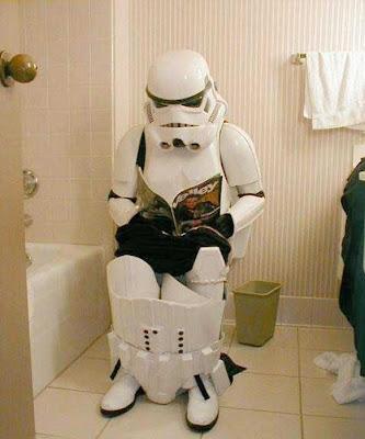 Stormtrooper de star wars en el baño