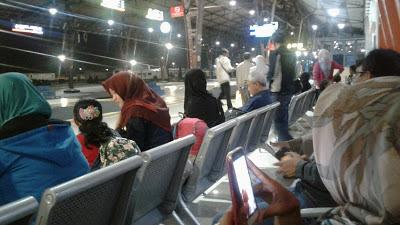 Ruang tunggu penumpang Kereta Api makin baik
