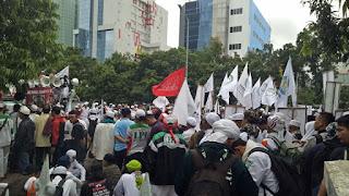 Massa Berdemo Sidang Lanjutan Ahok di PN Jakarta pusat
