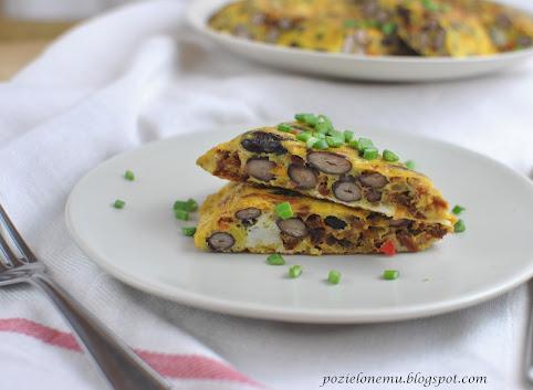 Omlet z czerwoną fasolą i suszonymi pomidorami