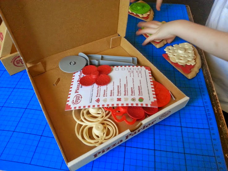 Green Toys 100% recycled toy Pizza Parlour Review box contents