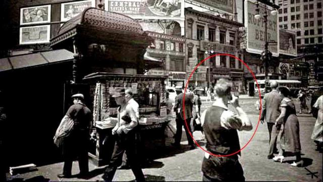 Proof Of Time Travellers Found In Many Historical Records And Photographs