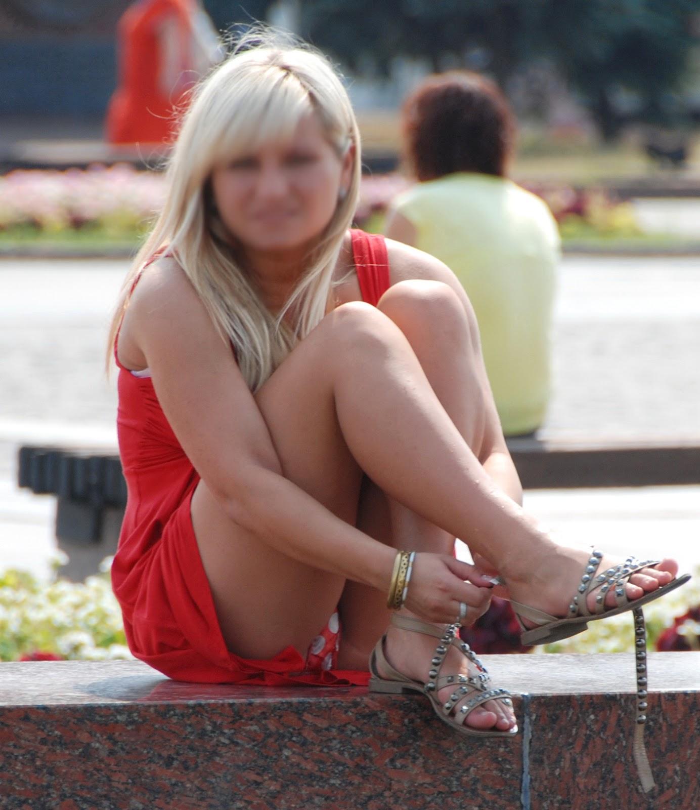 Hot Chick Masturbates in Public -