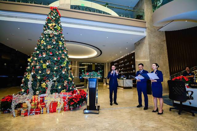 2018: Lễ thắp sáng cây thông Noel - Four Points by Sheraton Danang
