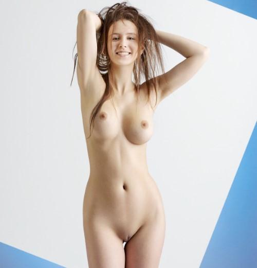 Эротика ню: Голые молодые модели! Нежная Бьянка (раздетая до гола фото 18+) www.eroticaxxx.ru голое красивое тело, идеальная фигура, потрясающая грудью с коричневыми сосками и красивые ножки