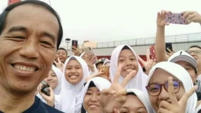 Ashiapp, Kehadiran Jokowi di Palembang Malah Disambut Dua Jari Oleh Milenial