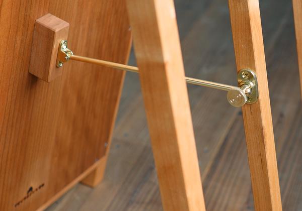 チェリー無垢の木と真鍮金具