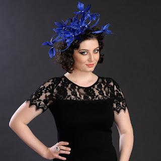 http://www.madamebriolette.ro/cumpara/voaleta-pe-bentita-din-spirale-si-pene-albastre-fascinanta-si-feminina-674