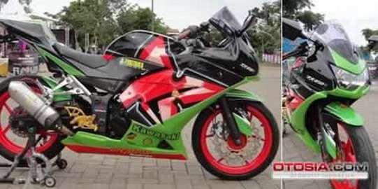 Hasil Modipikasi Supermotor Sport - Cara Modifikasi Kawasaki Ninja 250 Karburator Biar Tambah Racing dan Kekar Gaya MotoSport Gede