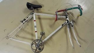Vélo aux raccords BCM démonté