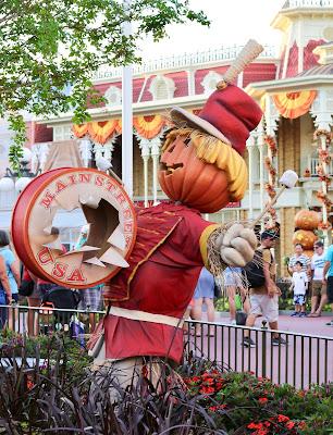Disney-World-Magic-Kingdom-Fall-Halloween-decorations-band-drummer-scarecrow