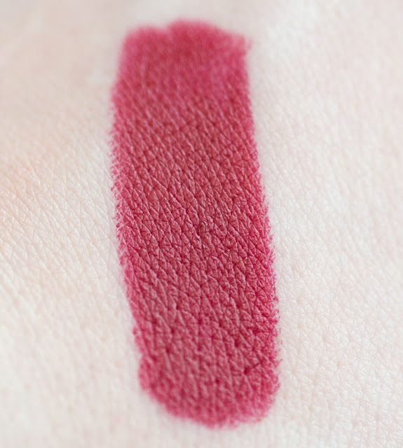 "Maybelline Color Drama ""Red Essential"""