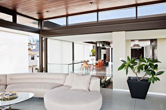 White living room in the Modern Contemporary Ettley House