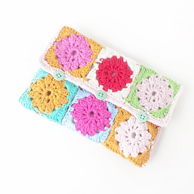 Granny square pencil case by Annemarie's Haakblog