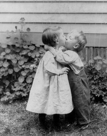 kiss photo boy and girl