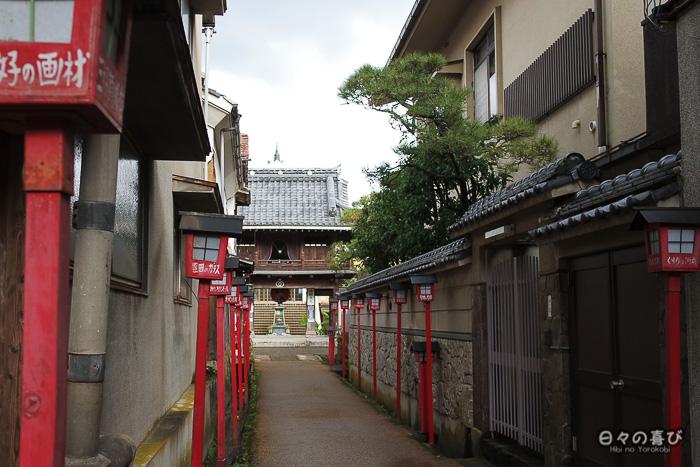 Vue sur la ruelle menant au Dairen-ji