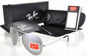 9919641ff99a4 Nos anos de 1940 surgiram os óculos com lentes degrade espelhadas. Na  década de 1950 o produto foi posicionado junto ao público não somente como  um fator de ...