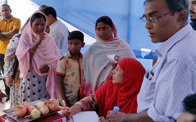জামালপুরে টিসিবি'র ৪৫ টাকা কেজিতে পেঁয়াজ বিক্রি
