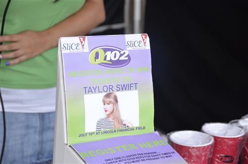 Taylor Swift & Q102 at SLICE PIZZA IN WASHINGTON TOWNSHIP