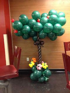 dekorasi balon karakter bentuk pohon