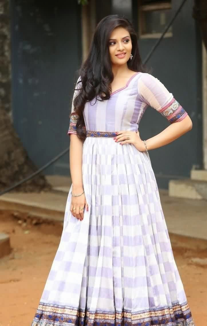TV Anchor Sree Mukhi In blue dress