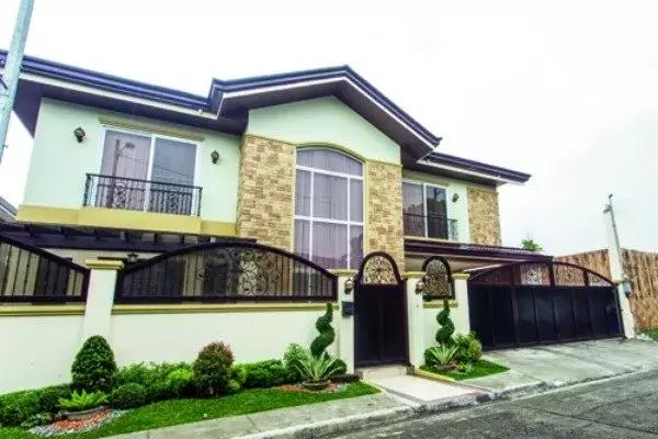 6 of Your Favorite Humble Celebs Who Live in Super Extravagant Homes! Check out Kisses Delavin's!