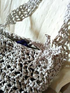 ダイソーのペーパーヤーンで編んだヒトデモチーフをバッグにつけた