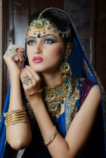 http://www.funmag.org/fashion-mag/makeup-and-hairstyles/sajal-ali-in-stunning-bridal-makeup/