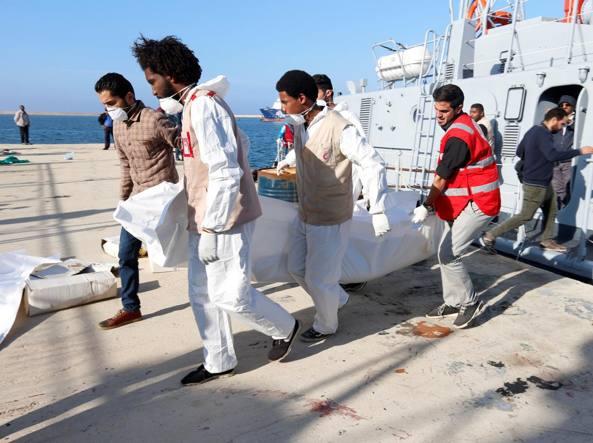 Buongiornolink - Migranti, naufragio di due barconi Oltre 30 le vittime, 200 salvati, anche 3 bambini e 18 donne fra i morti