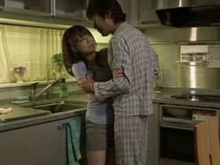 #1:Bokep Jepang Perkosa Istri Teman di Dapur