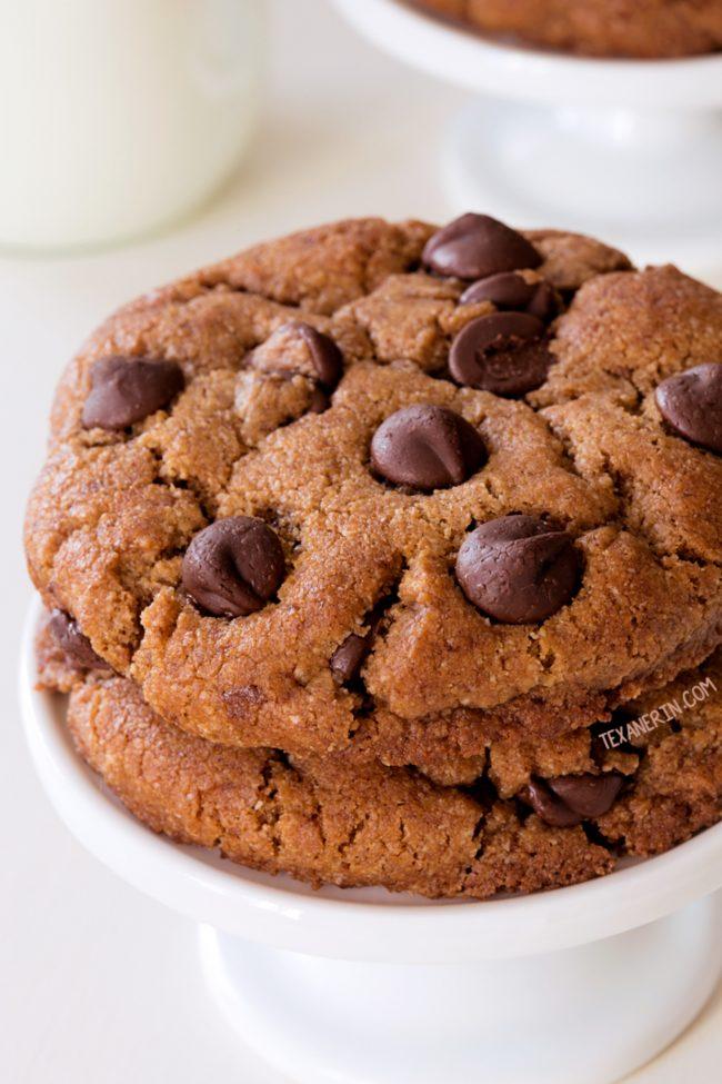 Perfect Paleo Chocolate Chip Cookies #cookies #dessert