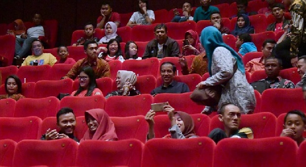 Presiden Keperegok Netizen Nonton Film Security Ugal-Ugalan