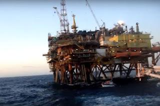 http://vnoticia.com.br/noticia/2131-tripulantes-de-barco-de-pesca-de-sfi-sao-resgatados-apos-embarcacao-se-chocar-com-plataforma