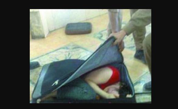 أغرب محاولة تهريب تم ضبطها  في مطار الملك عبدالعزيز في جدة شاهدوا كيف تم ضبطهم