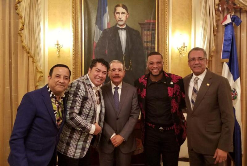 Robinson Canó pide a Danilo Medina instalar escuelas en Academias de Béisbol