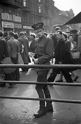 http://lamus-dworski.tumblr.com/post/142185526008/poland-photographed-in-1956-by-erich-lessing