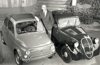 Dante Giacosa, standing between the familiar shape of the Nuovo Cinquecento and the original 'Topolino'