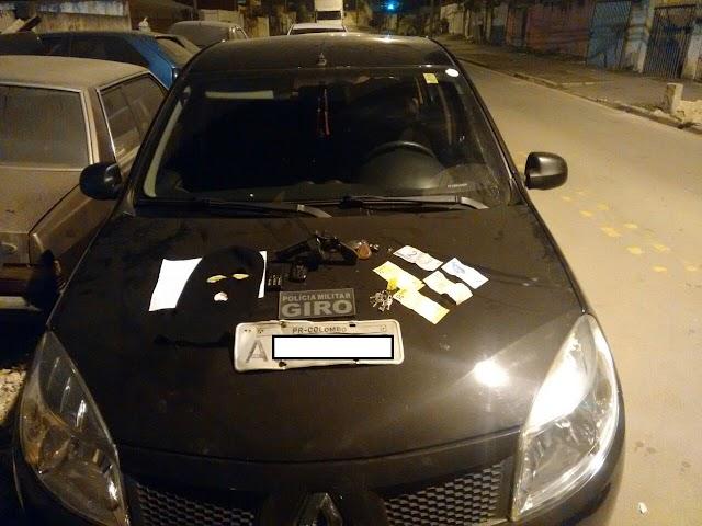Policia Militar recupera veiculo e apreende arma em Colombo