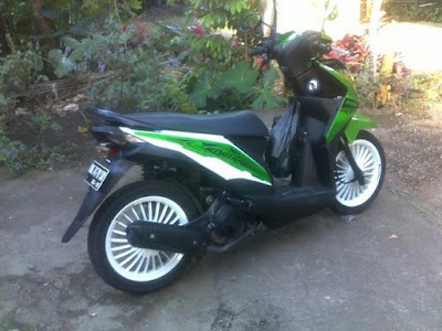 Modif Beat FI Standart Simple Putih Scotlite Hijau