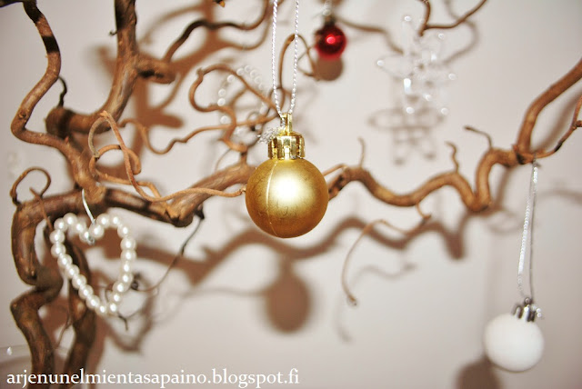 joulukoriste, joulupallo, helmikoristeet, diy