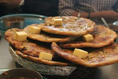 Tasting the Amritsari Kulcha near Golden Temple
