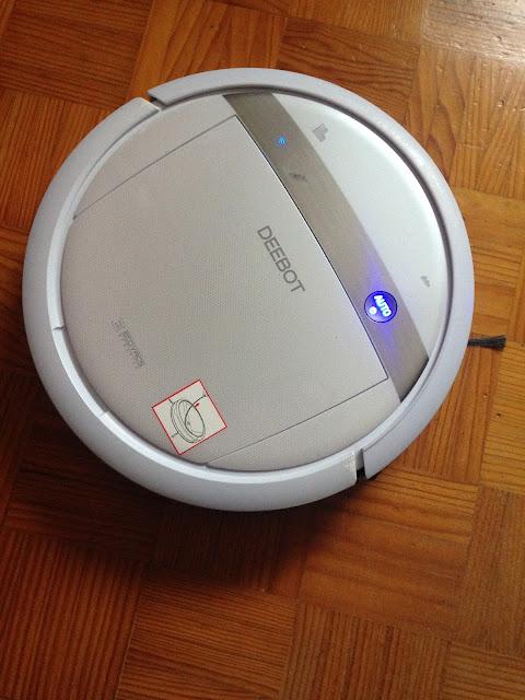 Deebot a aspirar o chão