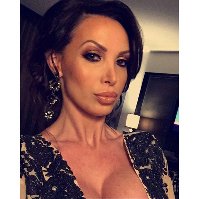 Nikki Benz Nikkibenz Shows Lots Of Cleavage In Sexy Low-Cut Dress At Avn Adult -7738