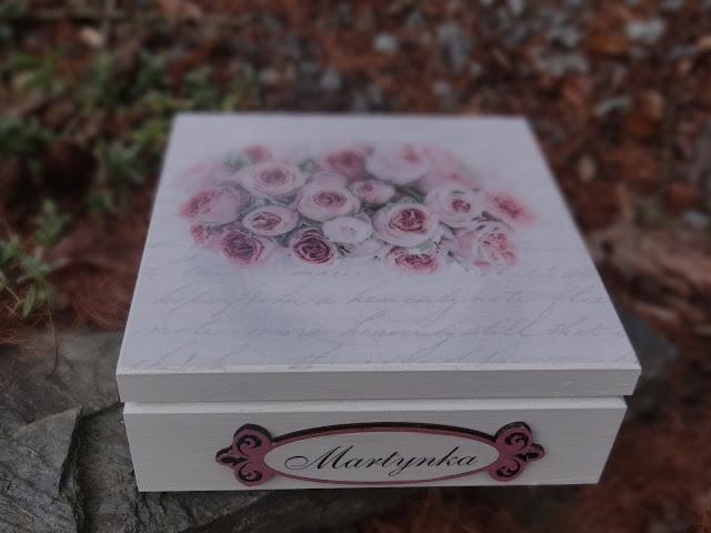 Szkatułka z różami dla dziewczynki